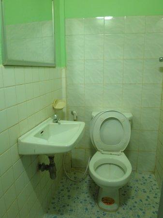Ta Som Guesthouse: Bathroom