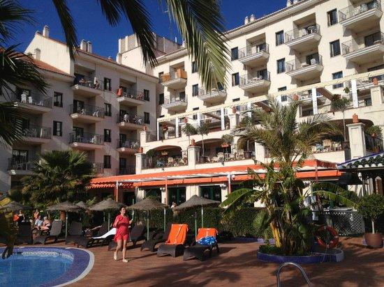 Hotel & Spa Benalmadena Palace:                   Snackbar/bar bij het zwembad