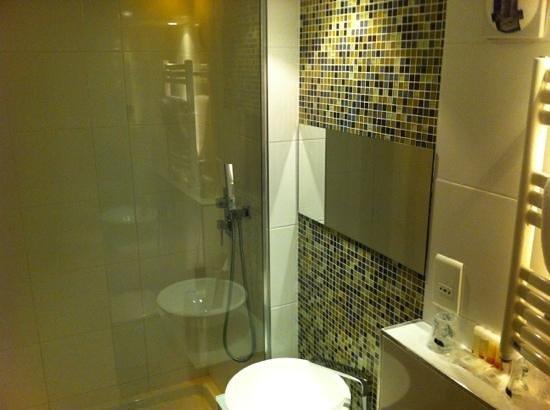 Color Design Hotel: bathroom