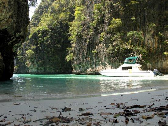 Phi Phi Island Village Beach Resort:                   Lunch Venue, Island Explorer Trip