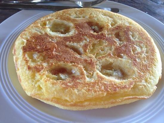 كهاو سوك سمايلي بنجالو: try the banana/pineapple pancake!