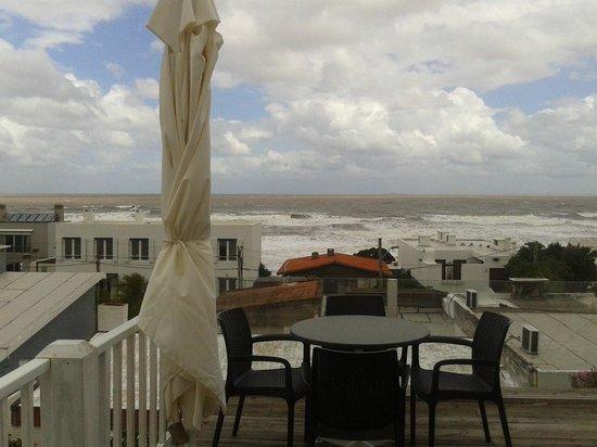 Flo Cafe & Bar : Vista de la terraza en un día de tormenta