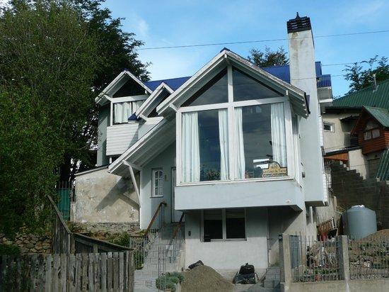 La Casa De Tere B & B :                   facade de la maison avec baies du salon