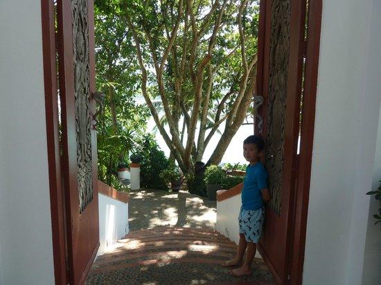 Mom Tri's Villa Royale:                   Hotel grounds