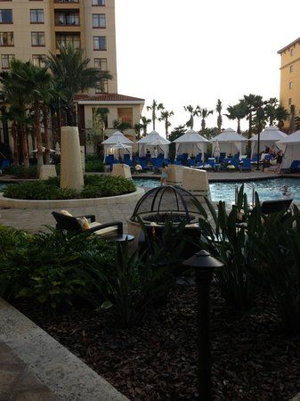 Wyndham Grand Orlando Resort Bonnet Creek: Having Lunch By the pool