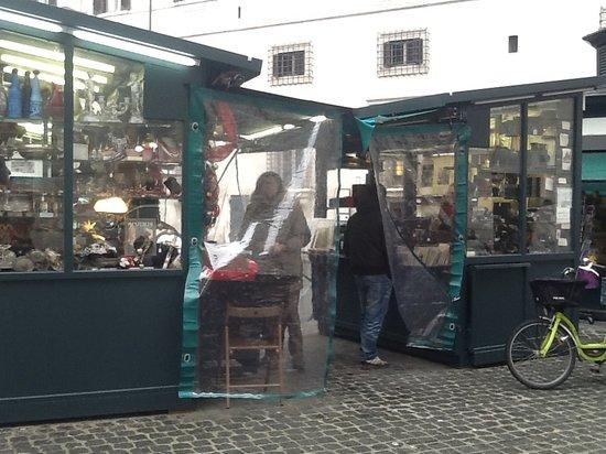 Mercato dell'Antiquariato: Shop 1 e 10 oggetti d'epoca e macchine fotografiche