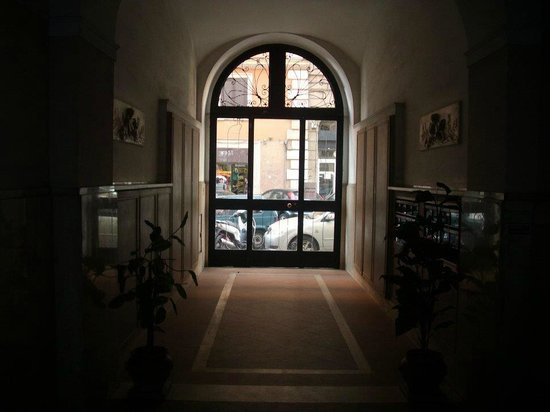 Le Rose di Bi B&B:                   view of building entrance from inside