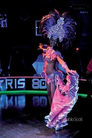 Au Paris 80: Show