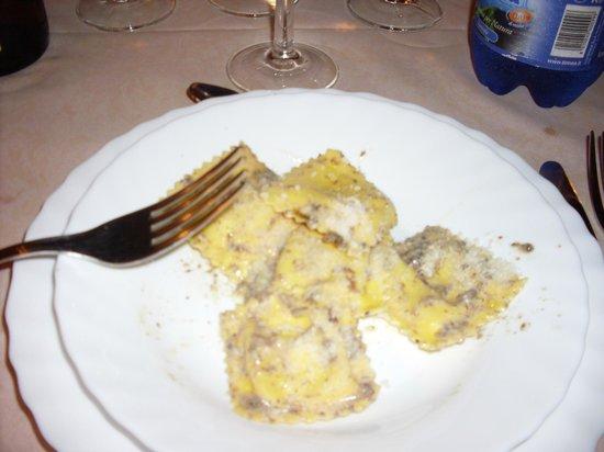 Agriturismo Sasso Rosso: ravioli al tartufo