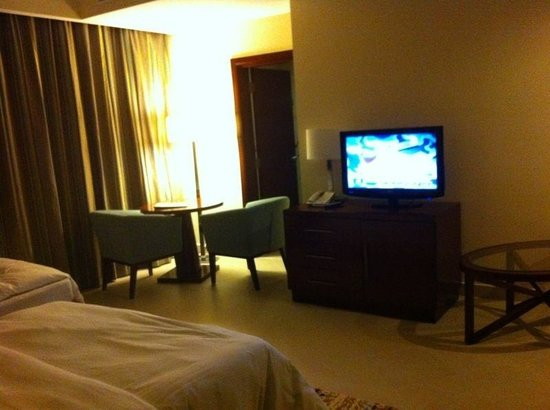 Doubletree by Hilton Ras Al Khaimah: sitting room deluxe suite