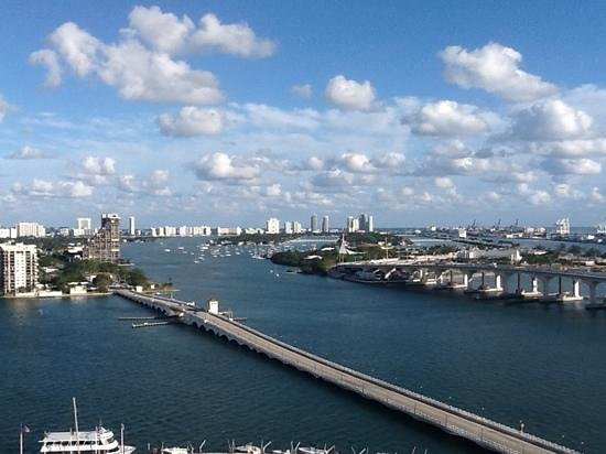 Miami Marriott Biscayne Bay: Daytime view from our room