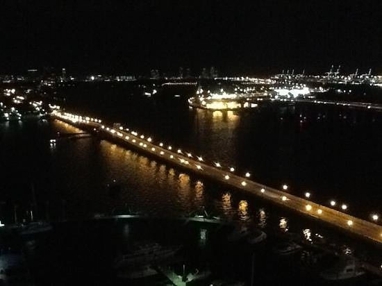 ‪‪Miami Marriott Biscayne Bay‬: Nighttime view from room to east‬