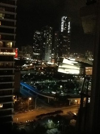 Miami Marriott Biscayne Bay: Nighttime view from room to west