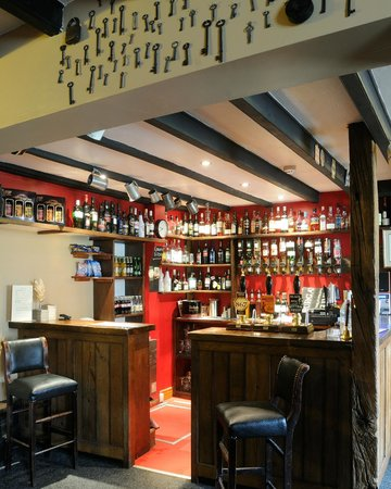 The Moors Inn: A range of real ales, wines & soft drinks to go with your mail