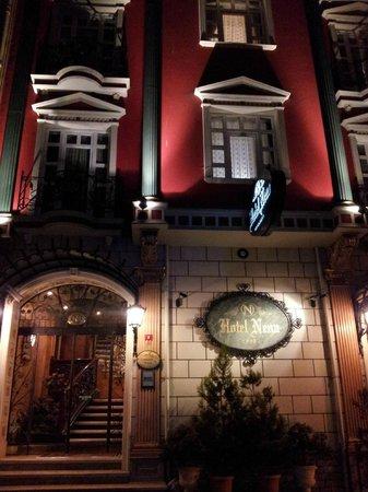 Nena Hotel :                                     Facade de l'hôtel.