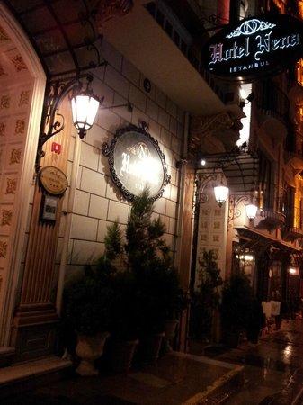 Nena Hotel :                                     Facade de l'hotel.