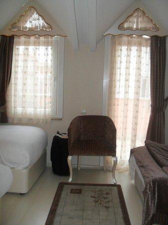 Nena Hotel :                                     Notre chambre 405.