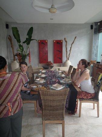 LadyBamboo Villa:                   Gemeinsames Essen beim Kochkurs