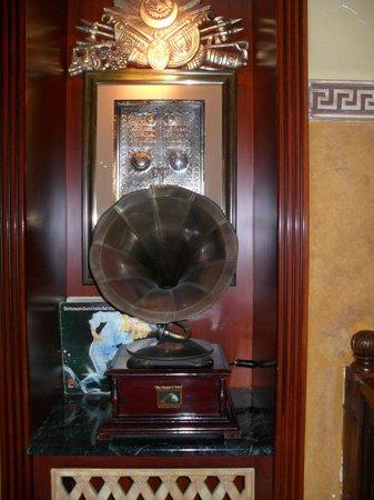 Décoration coin salon hall de l\'hôtel. - Picture of Nena ...