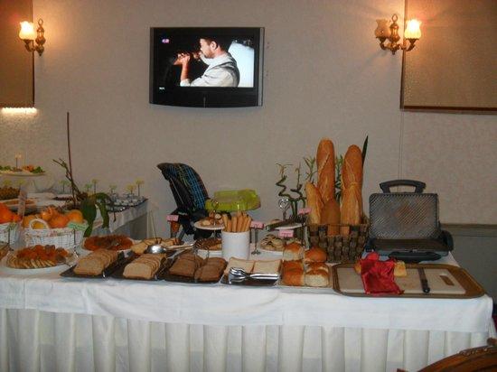 Décoration coin salon hall d\'entrée. - Picture of Nena Hotel ...