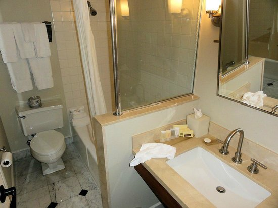 Hotel Galvez & Spa, A Wyndham Grand Hotel:                   Bathroom