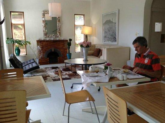 Cape Standard:                   ontbijtgedeelte huiskamer en zithoek