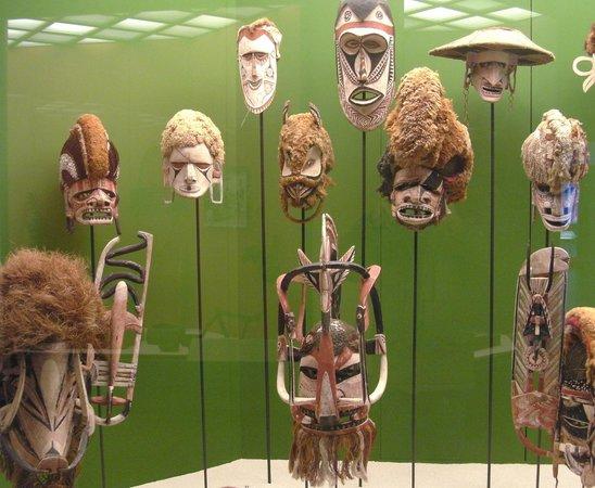 Museum of Ethnology:                   Ausstellungsstücke (Masken)