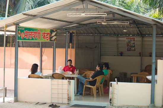 Tarkarli Niwas Nyahari :                   The restaurant