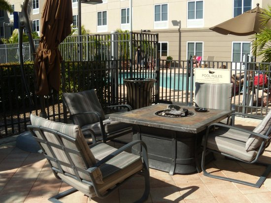 Homewood Suites by Hilton Fort Myers Airport / FGCU:                   Patio by the pool