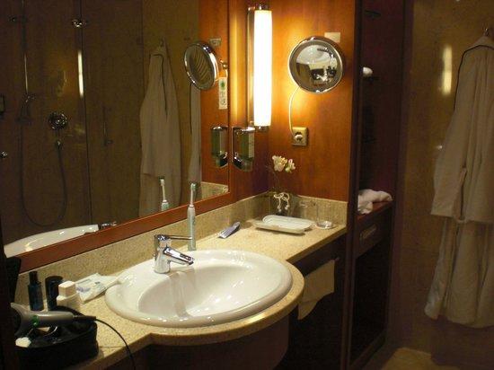 Kaiser Spa Hotel zur Post:                   Waschbecken mit grossem Spiegel