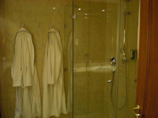 Kaiser Spa Hotel zur Post:                   Dusche mit Hotelbademänteln