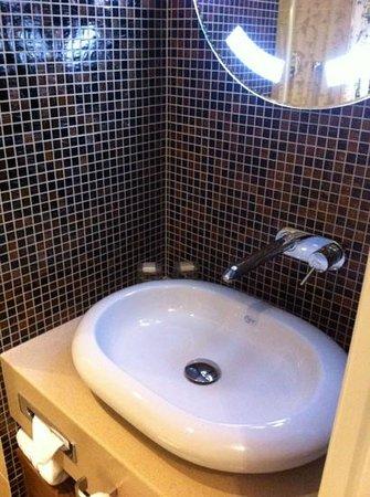 Hotel Cocoon Stachus:                   baño