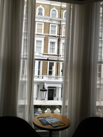 The Park City Grand Plaza Kensington Hotel: View to Lexham Garden str