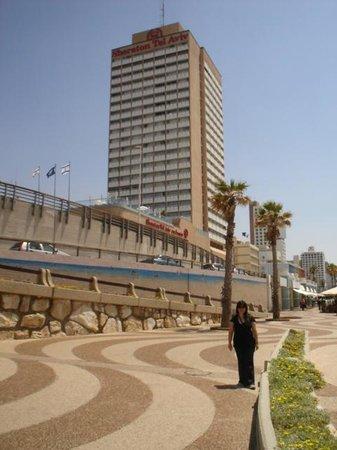 Sheraton Tel Aviv Hotel: afuera del hotel