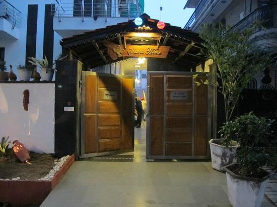 شانتي هوم: Front door Shanti Home