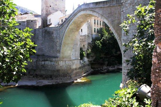 Bosnian National Monument Muslibegovic House:                                     ponte di Mostar
