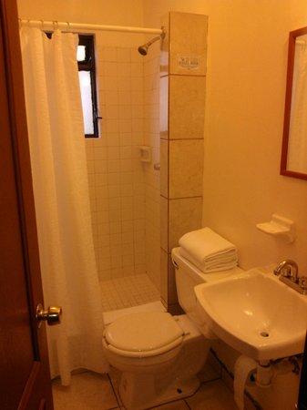 Hotel Quinta Arantxa:                                                       baño limpio y agua caliente