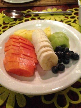 Sherewood Lodge:                   Beautiful breakfast fruit