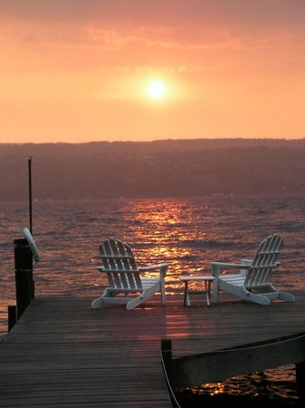 Sunrise Landing Bed and Breakfast: Beautiful Sunrise from Dock