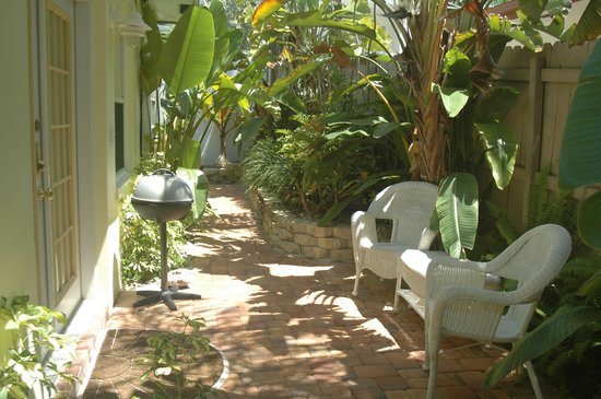 Sunny Place: Courtyard