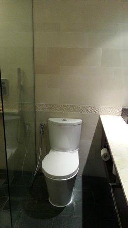 Nusa Dua Beach Hotel & Spa: bathroom