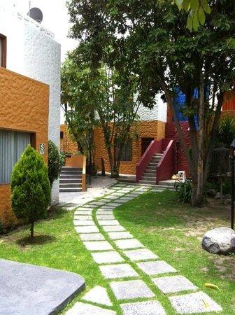 La Maison d' Elise:                   Nice grounds