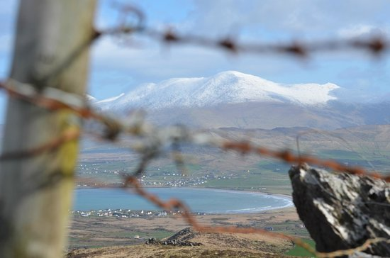 Dingle Bay Hotel: Snow Capped Mount Brandon