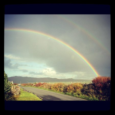 Dingle Bay Hotel: Rainbow on the Dingle Way
