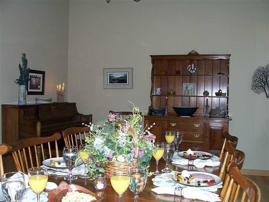 Sunrise Landing Bed and Breakfast: Main Dining Room - Stickley Heirlooms