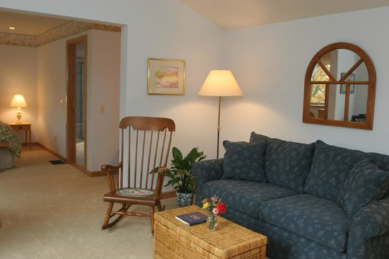 Sunrise Landing Bed and Breakfast : Morning Glory  Sitting Room