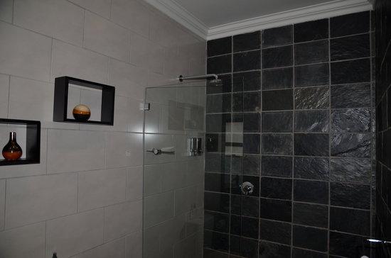سيمونز تاون جست هاوس: salle de bain Shawu