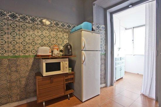 Apartamento Mouraria Guesthouse : kitchen