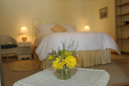 Sunrise Landing Bed and Breakfast: Sunflower Apt. Suite, Bedroom