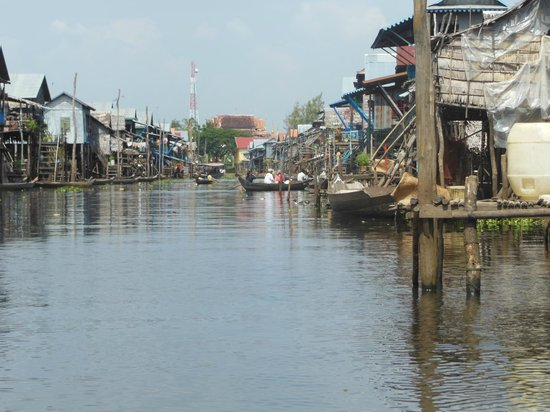 Kompong Phluk: The flooded main street